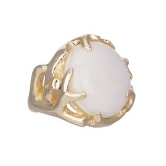 Kendra Scott Jewelry - Kendra Scott Shannon Cocktail Ring in White Pearl